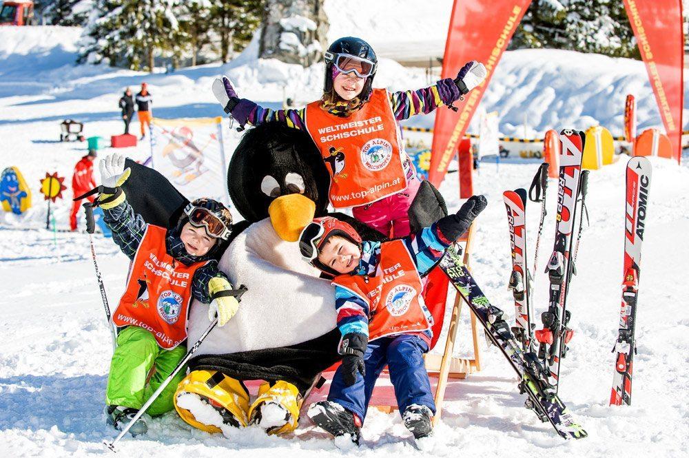 Spaß mit Pinguin Bobo - Skigebiet Zauchensee - Skischule Top Alpin Zauchensee