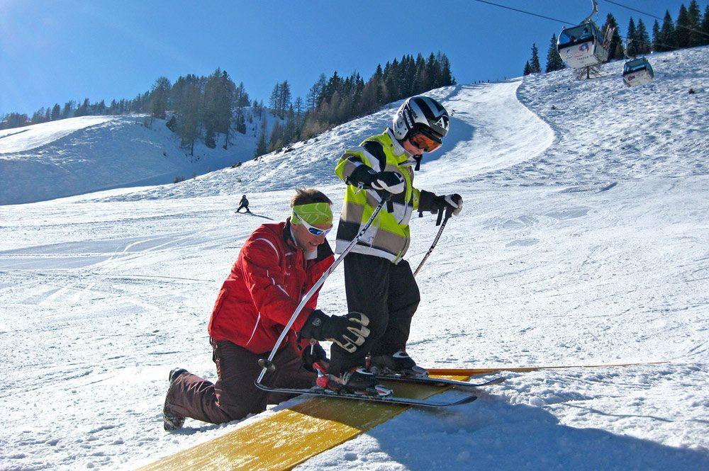 Skischule Top Alpin Walchhofer - Zauchensee - Übungsland für Kinder mit dem Pinguin Bobo als Maskottchen der Skischule