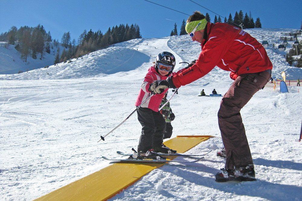 Skischule - Zauchensee - Skikurse - Kinderland mit Zauberteppichen, Karussell